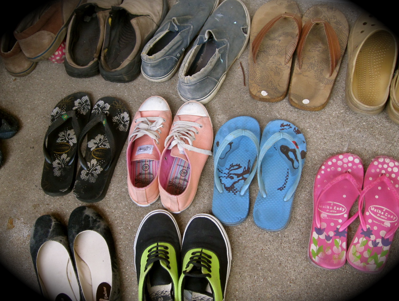 Shoes in asian home — photo 6